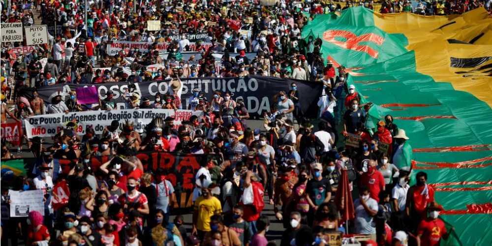 Atos levam milhares de brasileiros às ruas contra Jair Bolsonaro no dia que o Brasil completa 500 mil mortes