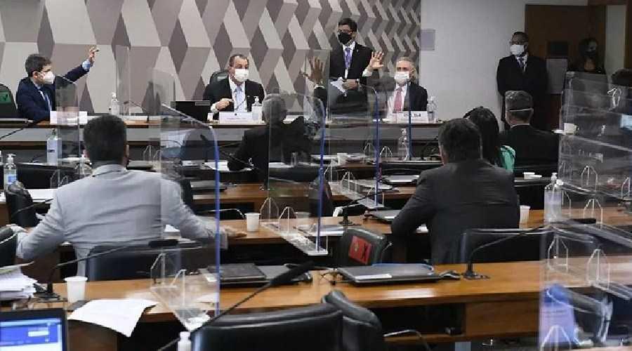 'Há culpados e eles serão punidos', promete cúpula da CPI da Covid sobre o meio milhão de mortes