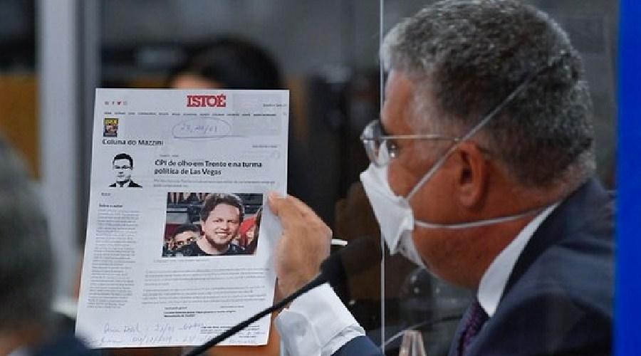Bolsonarista, Girão entrega Flávio Bolsonaro na CPI e internautas comemoram