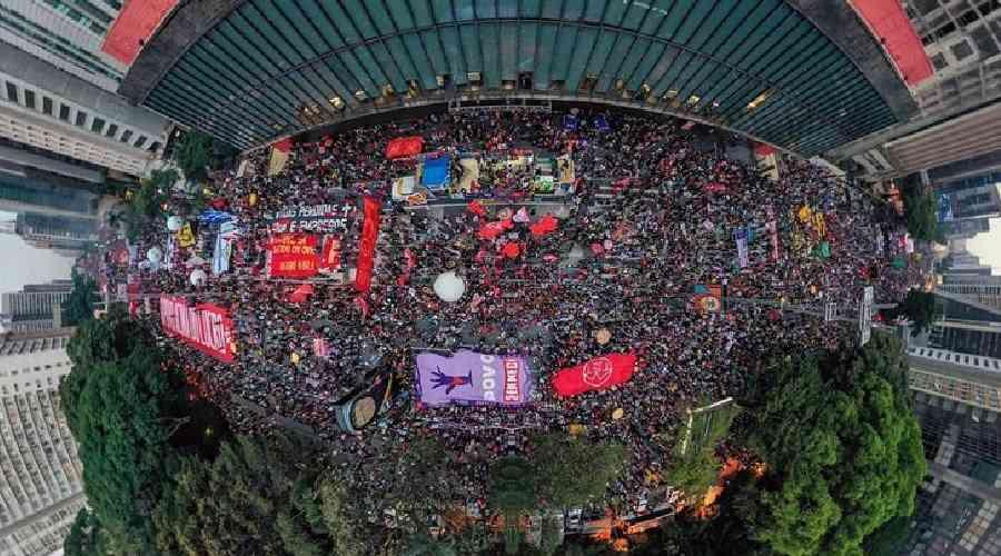 Manifestações por todo o país e no exterior voltarão a exigir o impeachment