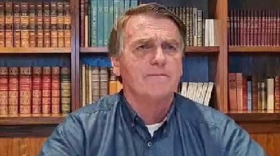 Senador pede que STF investigue Bolsonaro por ligar vacina a AIDS